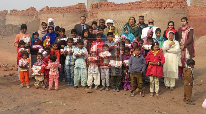 CLAAS distributed Christmas and New Year gifts